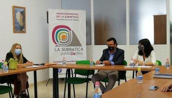 La delegada de Administración Local informa a los alcaldes de la Subbética de la movilización de 11,5 millones en ayudas para los municipios