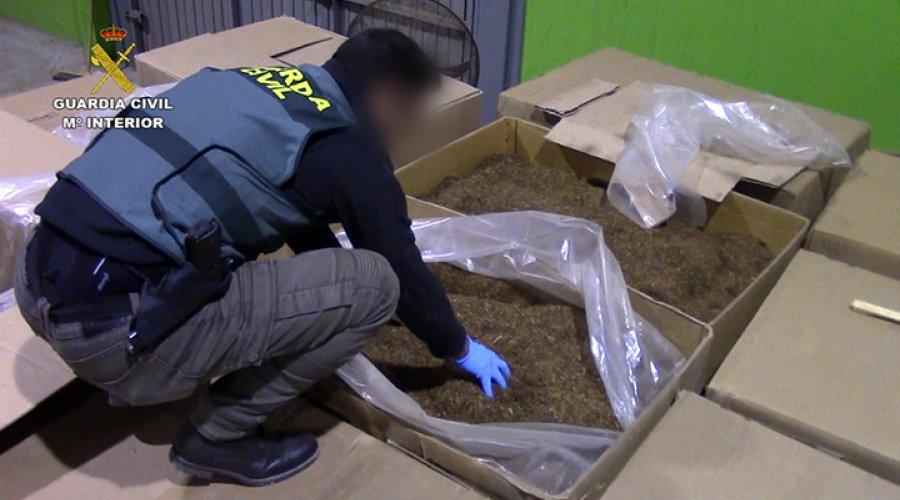 La Guardia Civil desmantela una fábrica ilegal de tabaco de contrabando en Lucena