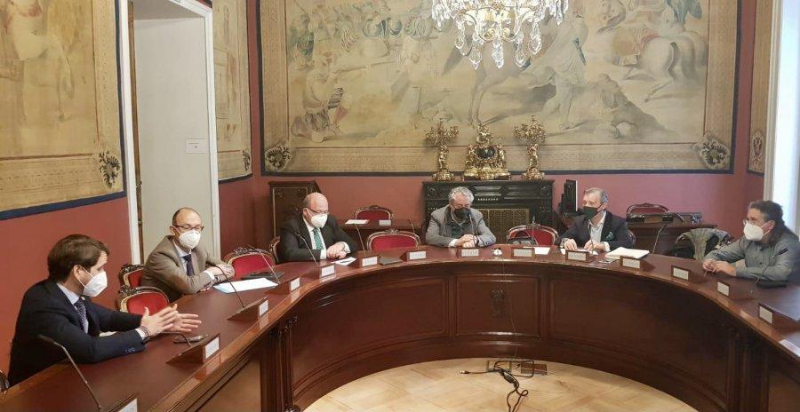 El PP analiza en el Senado la situación del Aove y muestra su apoyo a las denominaciones de origen